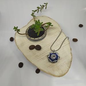 modrý přívěšek na krk kytička z kapslí Nespresso